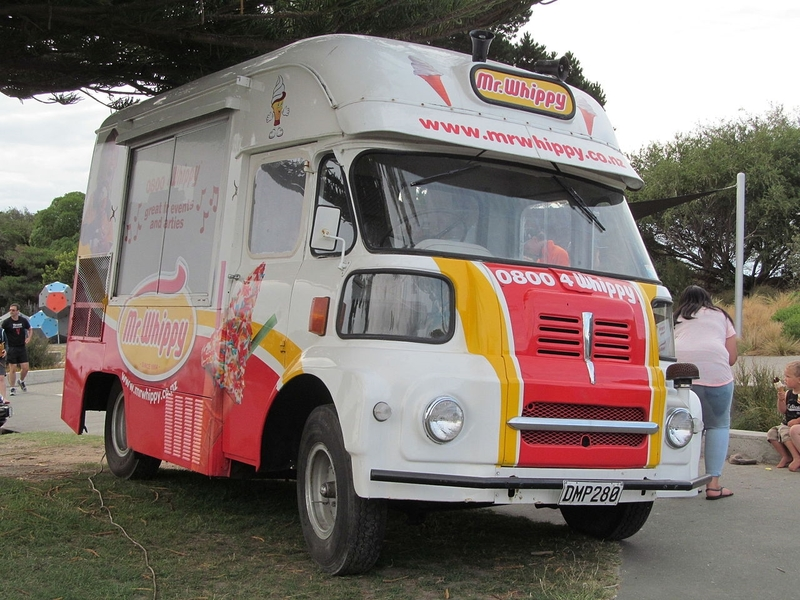1965_Austin_FGK30_Ice_Cream_Van_(24256802874)