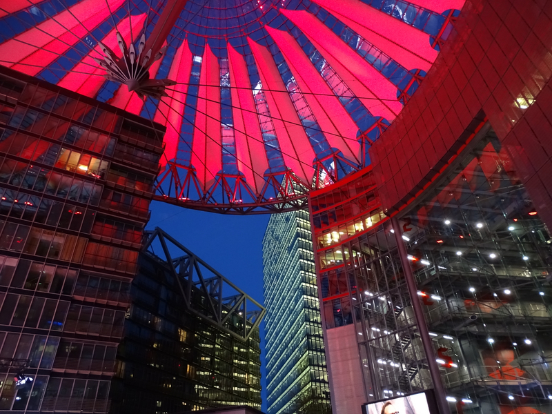 31 - Le Sony Center de nuit