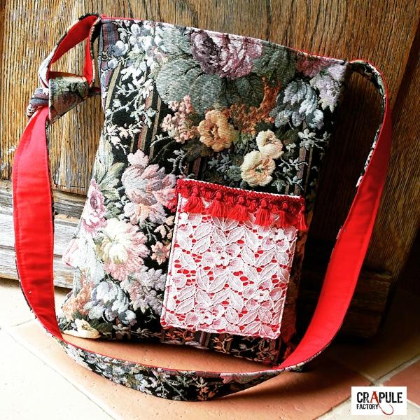 sac-besace-de-createur-original-retro-tapisserie-motifs-fleurs-poche-dentelle-et-pompon-rougess