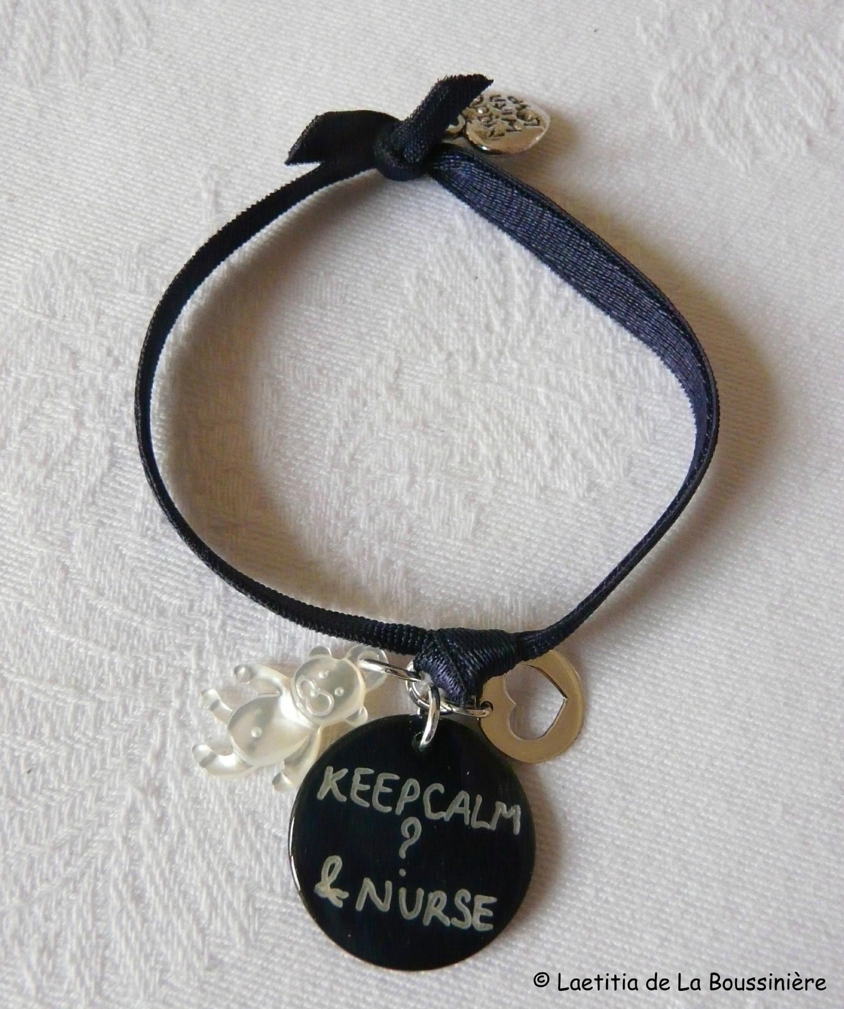 Bracelet d'allaitement - Keep calm & nurse (ourson en nacre et mini médaille coeur ajouré)