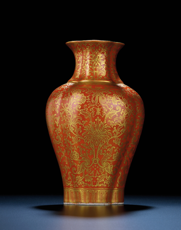 2011_HGK_02861_3654_000(a_coral-ground_gilt-decorated_quatrefoil_vase_jiaqing_iron-red_six-cha)