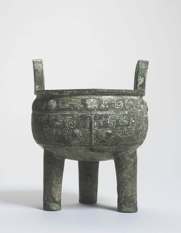 The Quan Zu Xin Zu Gui Ding An important inscribed bronze tripod, Shang dynasty, 13th-11th century BC