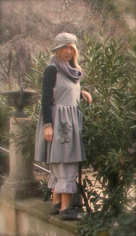 4dc64ee86e3 La robe tablier ALICE AU PAYS DES MERVEILLES - L ATELIER DU PAPILLON