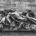 Un des bas-reliefs de la rue Saint-Jérome
