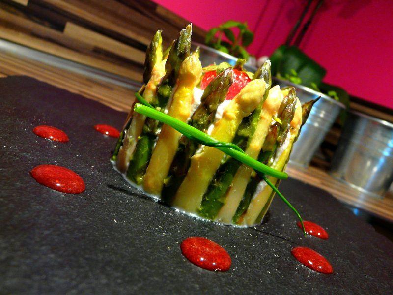Couronne d'asperges à la ricotta et coulis de balsamique aux fraises 2