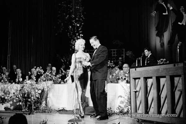 1955-03-11-NY-Waldorf_Astoria-Friars_Club-by_mhg-020-1-MHG-MMO-NYC-003