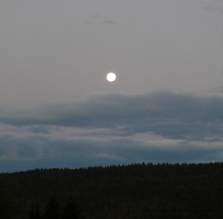 Coucher de pleine Lune