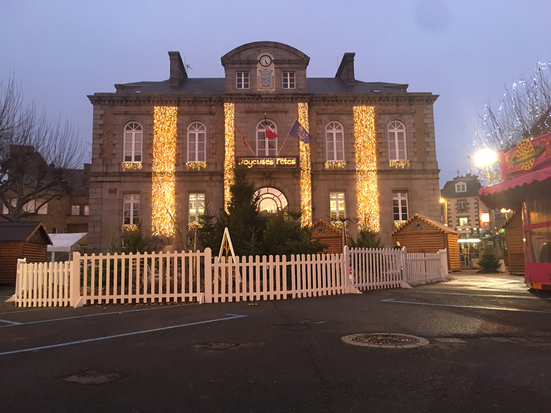 Avranches_animations_Noel_2018_mairie_Hotel de ville_village_chalets_place Littré_illuminations