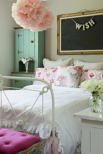 Inspired-Design-shaby-chic-room