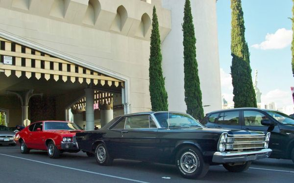 Olds 4-4-2 & Galaxie 500 last day in vegas! 2