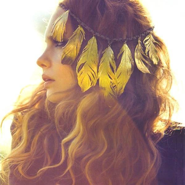 femme aux plumes