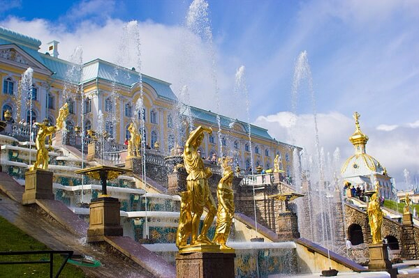 saint petersbourg fontaine