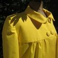 Manteau EDITH en toile de coton jaune doublé de satin noir (4)