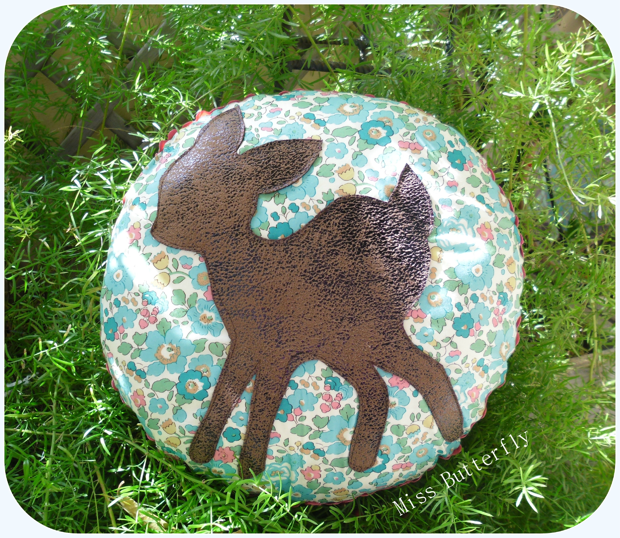 Bambi round Cushion