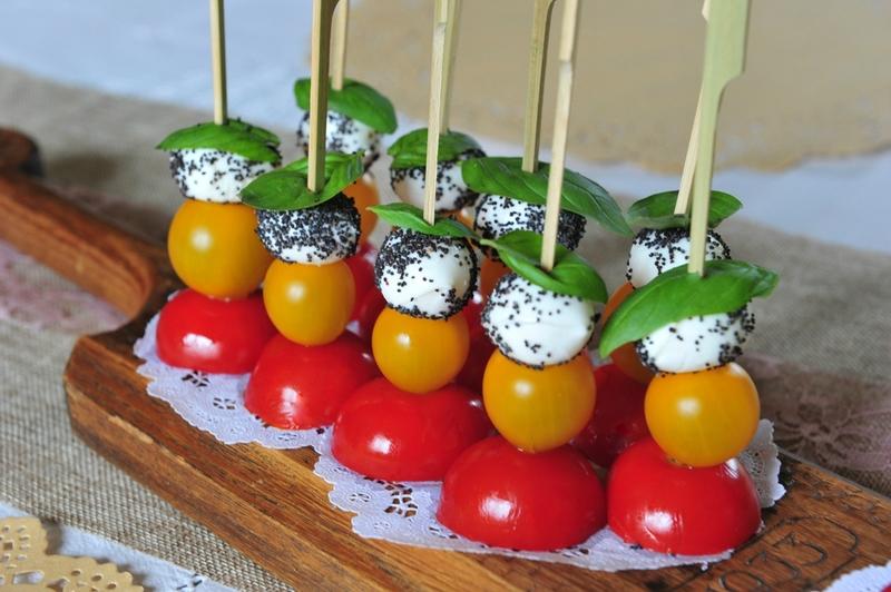 Brochettes-tomates-mozza1