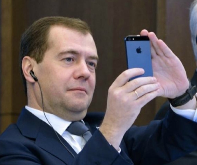 medvedev apple
