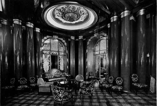Un coin du grand salon / A corner of the main lounge. Louis Sue & André Mare