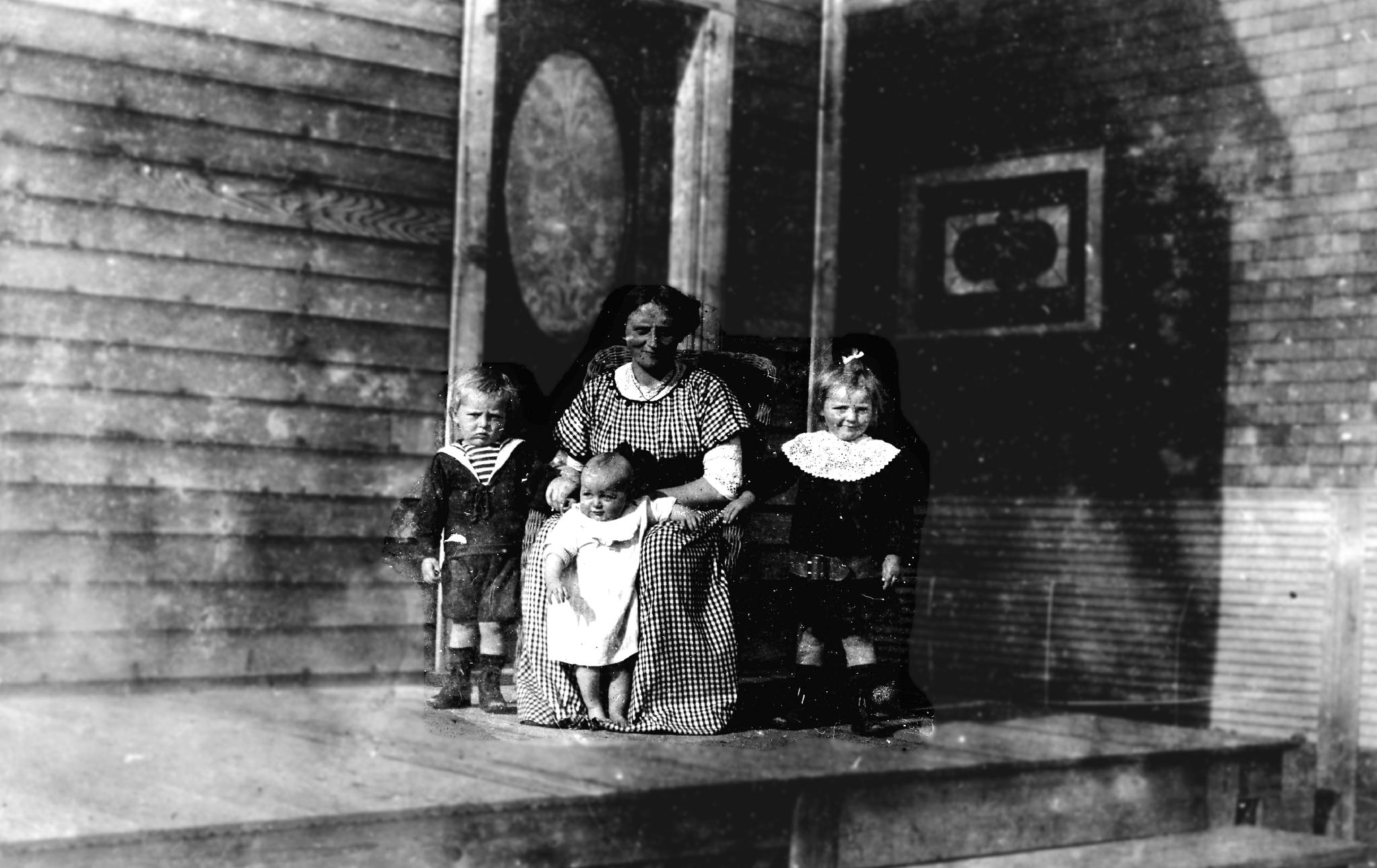 TANTE YVONNE ET SES TROIS ENFANTS 1914
