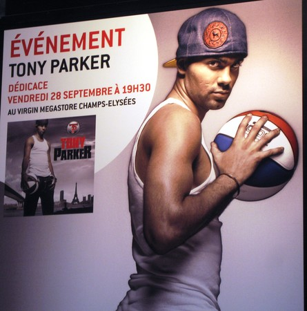 Tony_Parker_au_Virgin_Paris