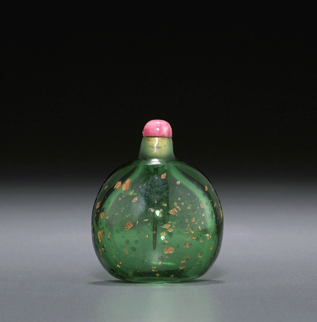 A gold aventurine-splashed green glass snuff bottle, Imperial Palace Workshops, Beijing, 18th century