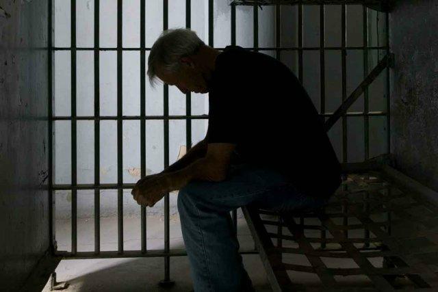 GRAND SORCIER GANHOU POUR VOUS FAIRE SORTIR DE LA PRISON