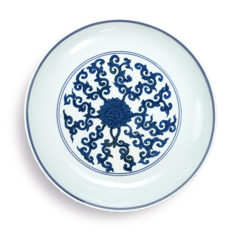 A blue and white 'lotus' dish, Wanli Mark and Period (1573-1619)