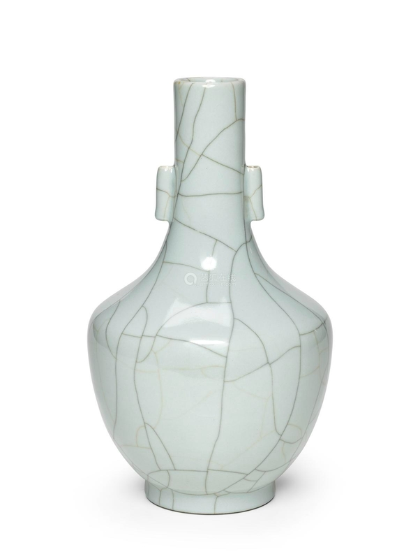 A Guan-type arrow vase, Daoguang mark and of the period (1821-1850)