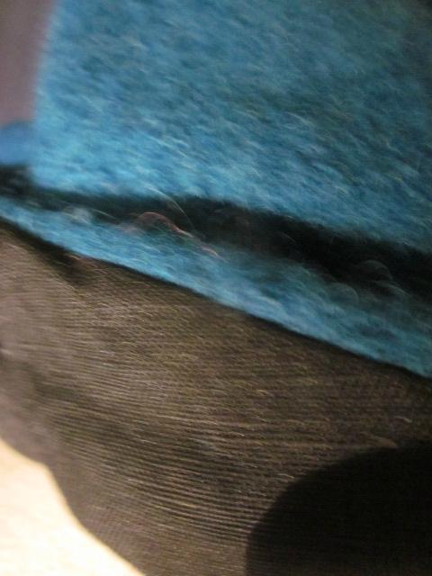 Chapeau AGATHE en laine bouillie bleu pétrole avec fleur - doublure de lin noire - taille 58 (2)