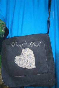 besace bleu coeur appliqué logo
