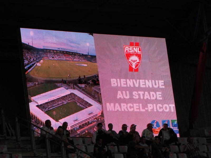 Ecran géant au stade Picot