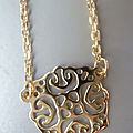 collier médaillon arabesque plaqué or