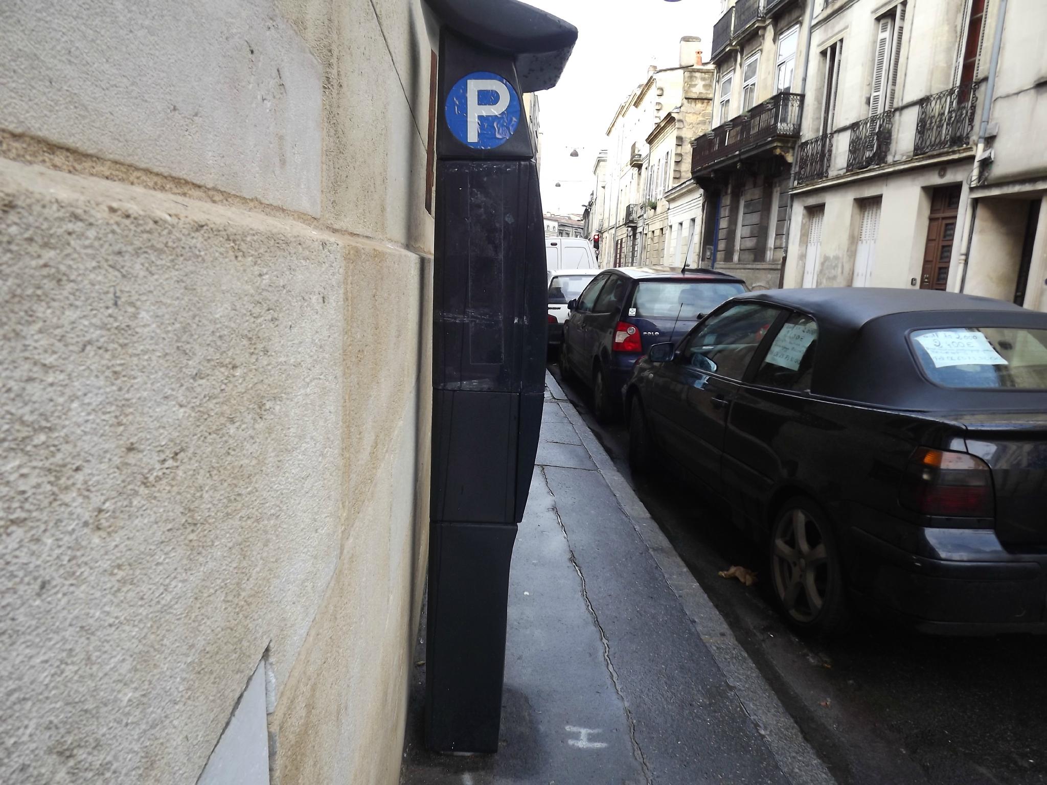 en demandant que les rues secondaires et étroites n'absorbent pas la circulation de l'entrée de ville