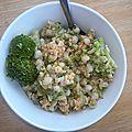 Salade d'orge, brocoli et oeufs brouillés