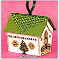 Broderie 3D perlée maison toit vert -7x8x6,5cms