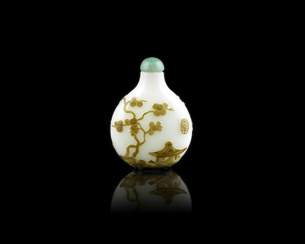 An olive-brown overlay white glass snuff bottle, 19th century