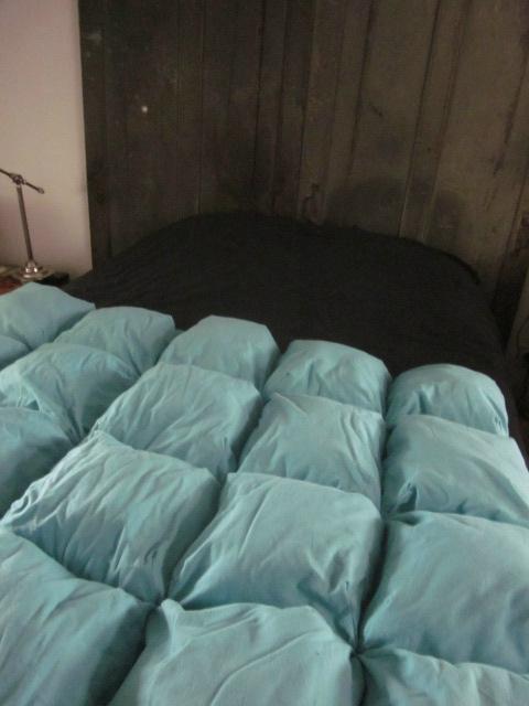 EDREDON 20 coussins en drap ancien teinté bleu turquoise - doublure coton écru (1)