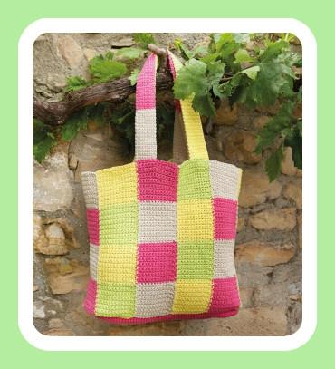 Le-sac-au-crochet-motif-damier-615x335 3