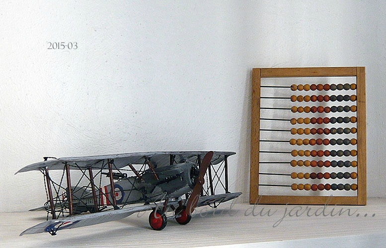 Ancienne maquette avion biplan en métal et boulier copie