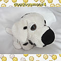 Doudou Peluche Chien Assis Blanc et Noir CP International