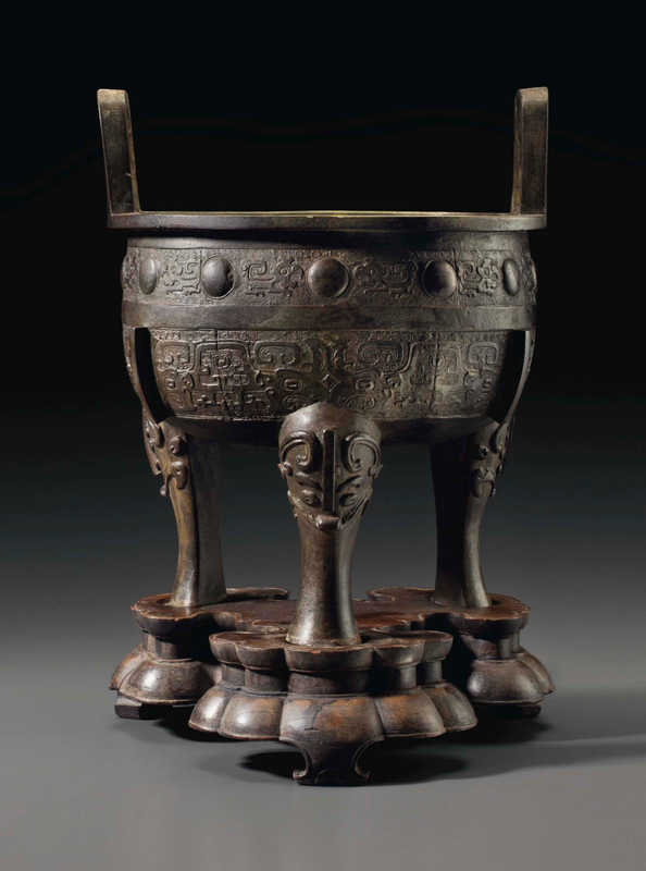 2015_NYR_03720_3287_000(a_large_bronze_archaistic_tripod_censer_ding_ming_dynasty)