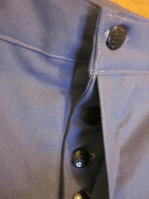 Bermuda HOMME en toile de coton bleu -4 poches - 5 passants - braguette à boutons (6)