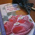 Un chouette livre pour faire des chaussons au crochet.....