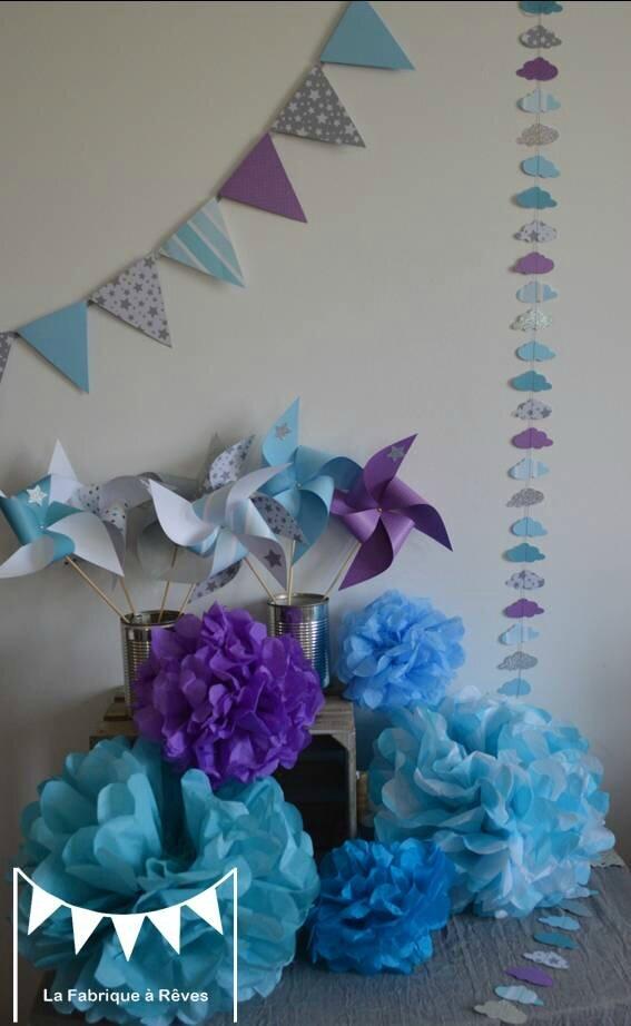 décoration baptême garçon turquoise gris blanc violet argent pompon de soie guirlandes nuages fanions étoiles moulins à vent