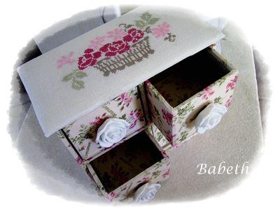 la commode aux roses réalisée par Babeth