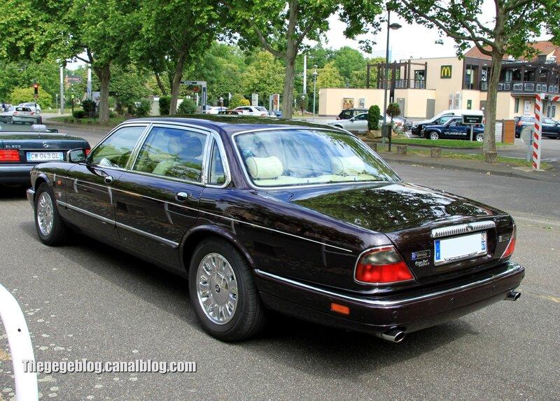 Daimler double six century (Retrorencard juin 2014) 02