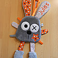 attache_t_tine_lapin_gris_orange_blanc_perso__1_