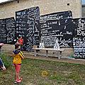 les élèves ont voyagé dans l'histoire du Graffiti, début des tags et des graffs Puis, l'évolution du Street-Art pour devenir un art figuratif et un art urbain qui s'expose .