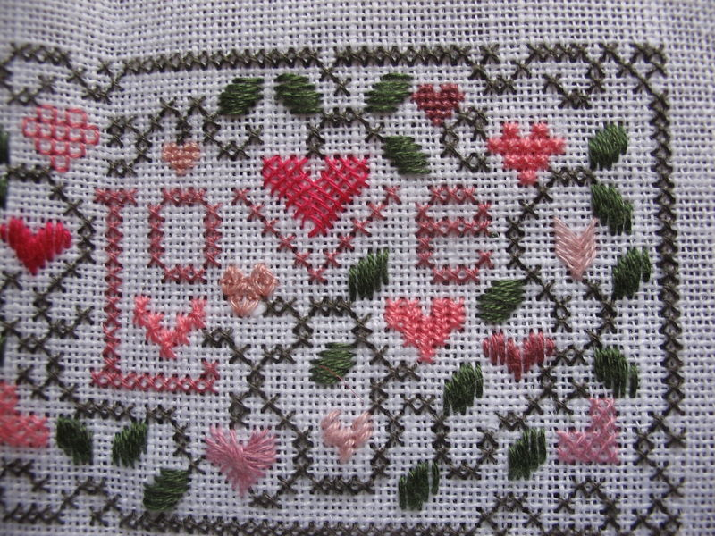 LOVE - modèle Drawn Thread