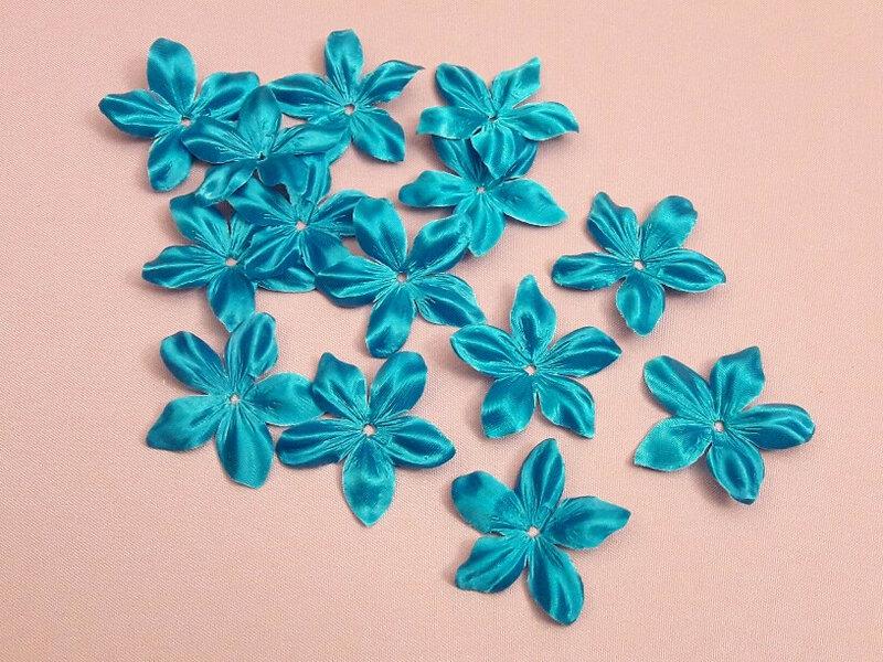 fleurs-en-satin-de-soie-pétales-de-soie-turquoise