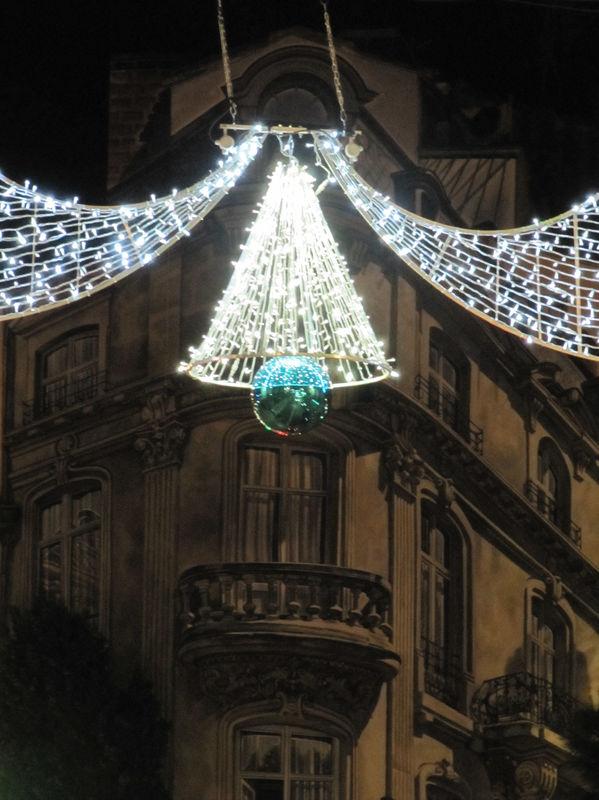 Montpellier___Mur_peint_illumin___place_Edouard_Adam___No_l_2009